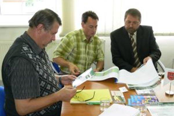 Predstavitelia mesta rokovali s investorom o možnom využití školy, ktorá je rozostavaná vyše dvadsať rokov.