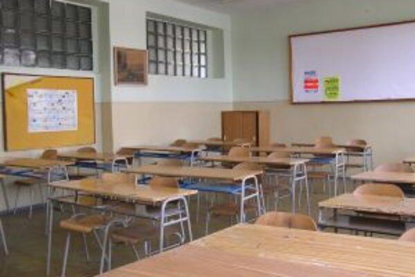 V porovnaní s vlaňajškom nastúpi do prvých ročníkov stredných škôl ŽSK o tisíc študentov menej.