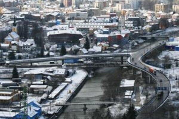 Diaľnica a rýchlostná cesta D3 zabezpečí spojenie Slovenska s Poľskom a Českom.