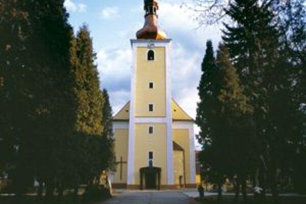Za turzovským kostolom sa nachádza cintorín s významnými osobnosťami.