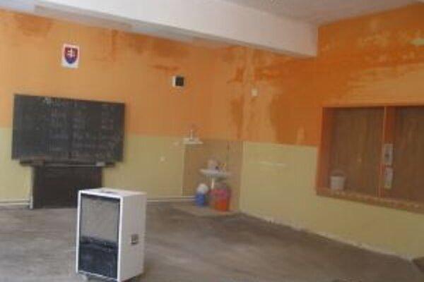 Školu v Klokočove vytopilo. Škodu odhadli na zhruba 33-tisíc eur.