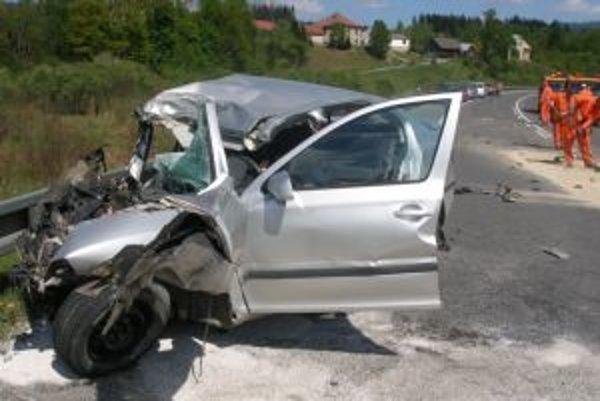 Pri nehode sa ťažko zranil mladý muž zo Žiliny.
