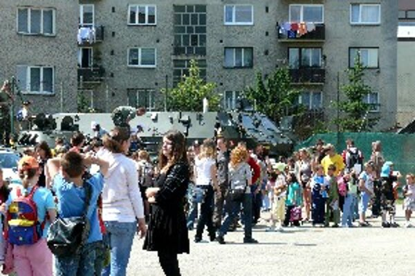 Na dni s ozbrojeným zložkami SR sa zúčastnilo na ňom okolo dvetisíc žiakov z kysuckých základných i stredných škôl.