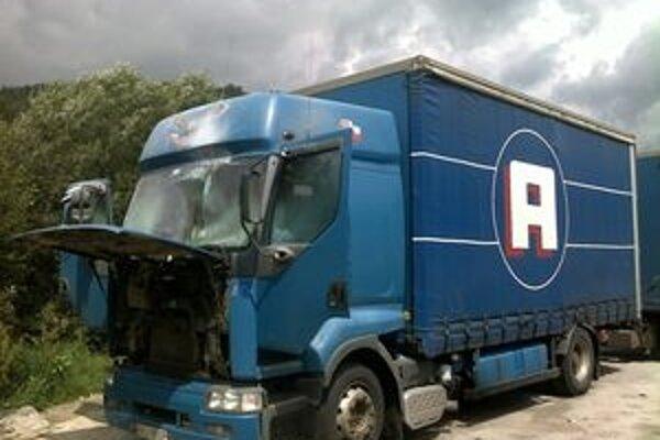 Kamión zostal nepojazdný.