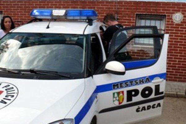 Od dnešného dňa majú mestskí policajti v Čadci v aute moderný digitálny kamerový systém.