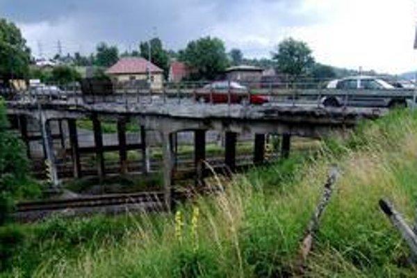 Slovenská správa ciest začala most rekonštruovať 30. júla. Most bol v takomto stave.