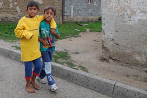 Problémy rómskych rodín s deťmi chcú riešiť denným centrom.