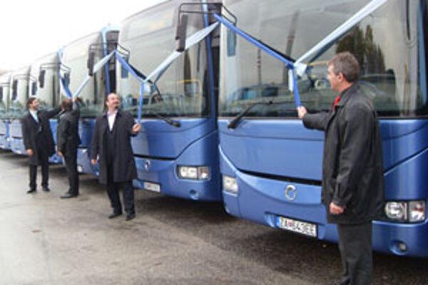 Nedávno odovzdali do užívania v Žiline 50 nových autobusov na prímestskú dopravu.