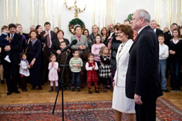 Ivan Gašparovič počas mikulášskeho stretnutia s deťmi z detských domovov v Prezidentskom paláci.