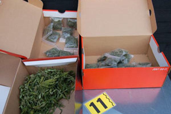 Marihuana bola zabalená v krabiciach, pripravená na expedíciu.