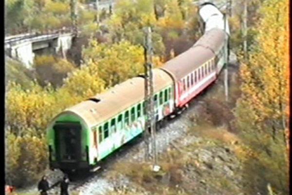 Mladík sa obesil na železničnom moste.