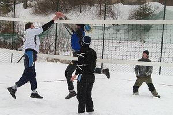 Slovenská premiéra - beachvolejbal na snehu v Čadci.