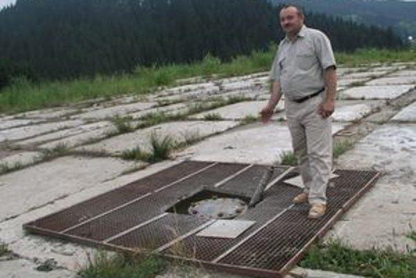 Jozef Kontrík, starosta Korne hovorí, že zlikvidovaný prieskumný vrt už nemožno obnoviť, musí sa urobiť nový.