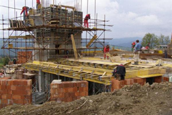 Stavba si doposiaľ vyžiadala náklady okolo 170-tisíc eur. Tohtoročné práce môže spomaliť nedostatok financií.