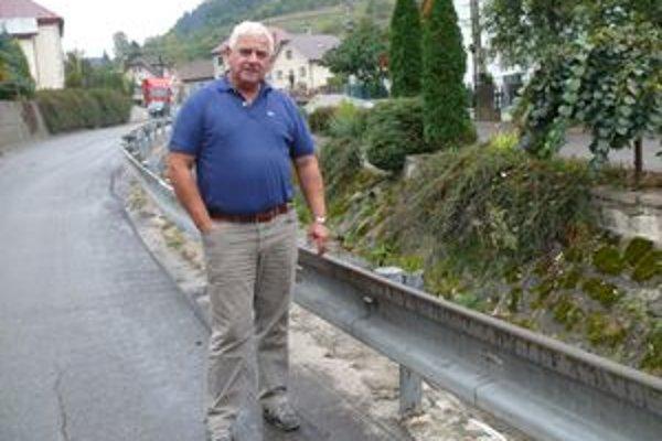 Starosta Ján Pokrivka hovorí,  že potok ešte nie je zregulovaný v celej dĺžke. Peniaze chcú získať aj od Povodia Váhu.