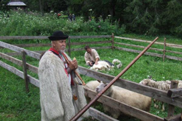 Bartolomej Gernát sa už dlhé roky venuje pastierskym ľudovým hudobným nástrojom.