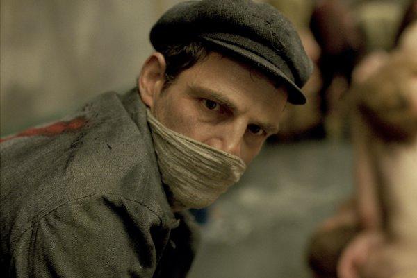 Teror má novú tvár – vo filme Saulov syn režiséra Lászlóa Nemesa. Premieta sa na prehliadke Be2Can, hlavnú úlohu hrá Géza Röhrig.