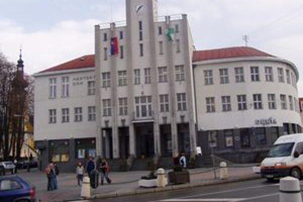 Mestský úrad včera pre odstávku elektrickej energie nefungoval.