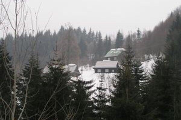 Na kysuckých lazoch leží polmetrová vrstva snehu.
