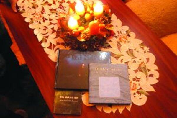 Traja kysuckí autori oslovili v predvianočnom období čitateľov svojimi novými titulmi.