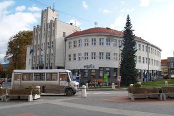 Okrem prímestskej dopravy zdražie lístok za hotové v Čadci aj v MHD.