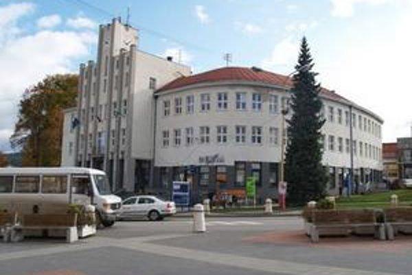 Prípravu podania trestného oznámenia na bývalého správcu bytov nedávno schválili poslanci mestského zastupiteľstva.