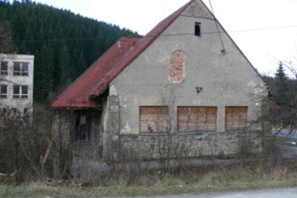Budova starej školy. V jej zrekonštruovaných priestoroch bude nízkoprahové centrum.