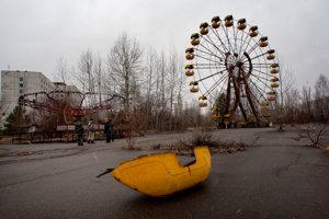 Okolie opustenej elektrárne v Černobyle.
