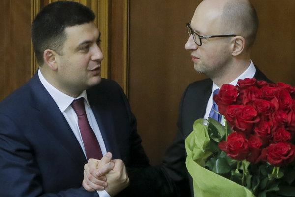 Hrojsman (vľavo) nahradil Jaceňuka.