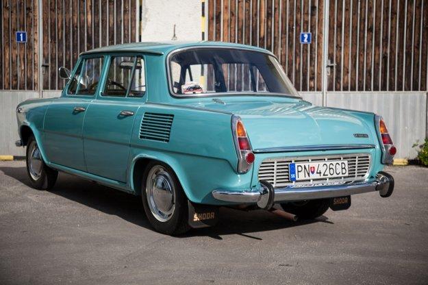 Od leta 1968 mali všetky sedany MB široký zadný stĺpik a novú strechu. Zadné okno bolo vyššie a kabína sedanu získala modernejší tvar.