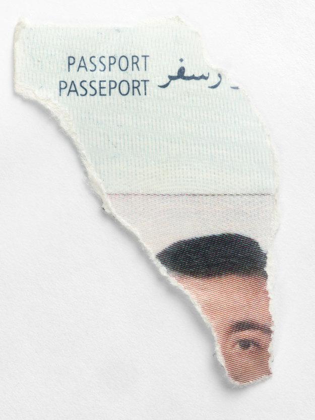 ID portrétna fotografia z poškodených dokumentov naájdených v lesoch na srbsko-maďarskej hranici, august 2015.