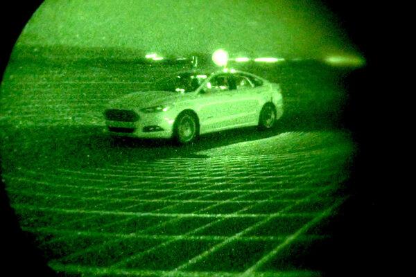 Ford testuje autonómne technológie za úplnej tmy.