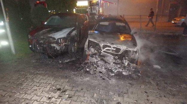 V  Piešťanoch horeli autá na ulici N. Teslu.