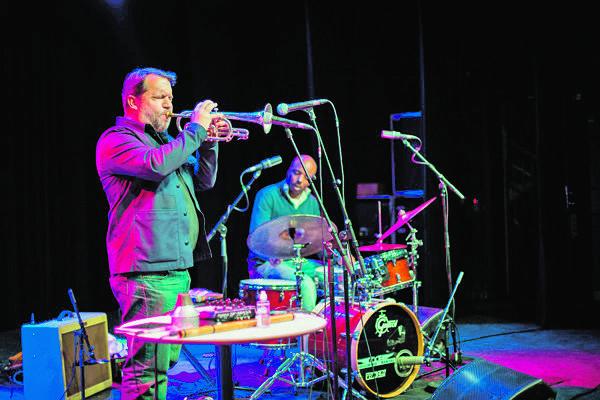 Chicago Underground tvorí duo Rob Mazurek a Chad Taylor