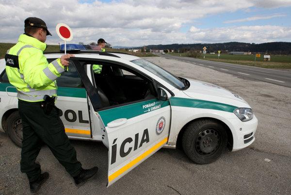 Do policajných štatistík pribudli dvaja opití vodiči.