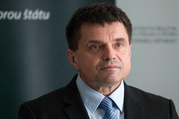 Minister školstva Peter Plavčan počas brífingu k pochodu školských odborárov.