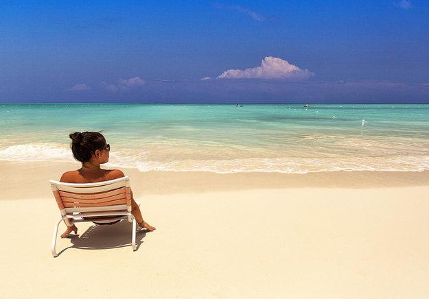 Pláž v Grace Bay na karibskom ostrove Providenciales.