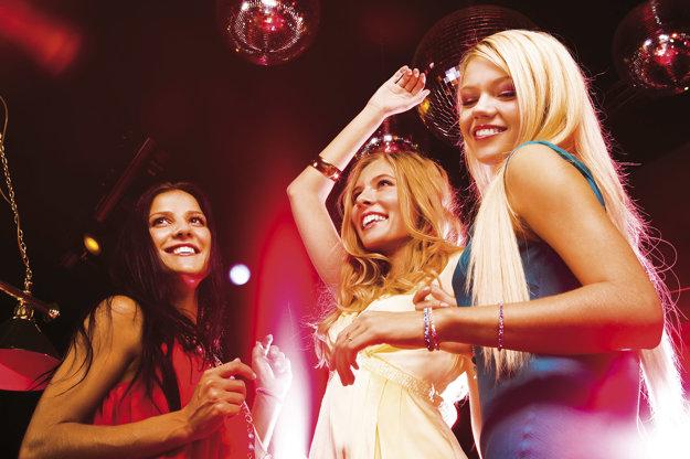 Diskotékové letoviská ponúkajú tanec a zábavu až do rána.