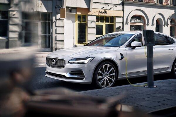Volvo chce do roku 2025 predať milión elektrifikovaných vozidiel.