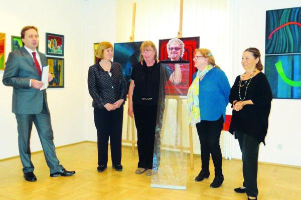 Na snímke zľava riaditeľ SI Milan Novotný, Oľga Plačková, Miloslava Salanciová, Maroš Poliak na fotke, Soňa Hrivňáková a Elena Nittnausová.