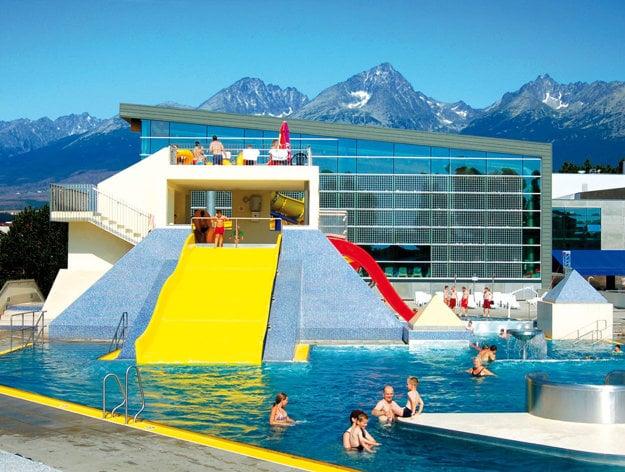 Aquacity Poprad ponúka vo vonkajších bazénoch výhľady na Vysoké Tatry.