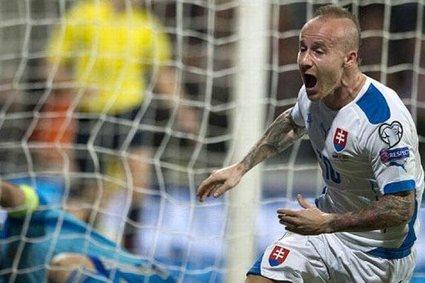 Spomienka stará jeden rok: Miroslav Stoch sa raduje z gólu, ktorý znamenal víťazstvo nad Španielskom. Práve Slovensko a Španielsko priamo postúpili z kvalifikačnej skupiny na ME.