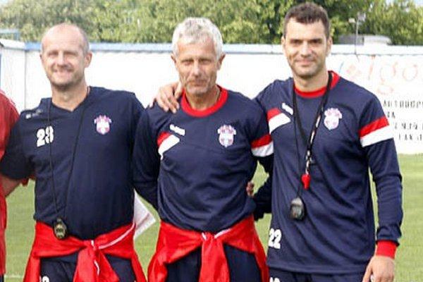 Mužstvo FC ViOn aktuálne vedie Libor Fašiang (v strede) s asistentom Jozefom Pavlíkom (vľavo). Vpravo kondičný tréner Srdjan Prodanovič.
