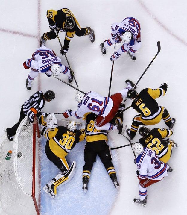Hokejisti Pittsburgu postúpili cez New York Rangers.