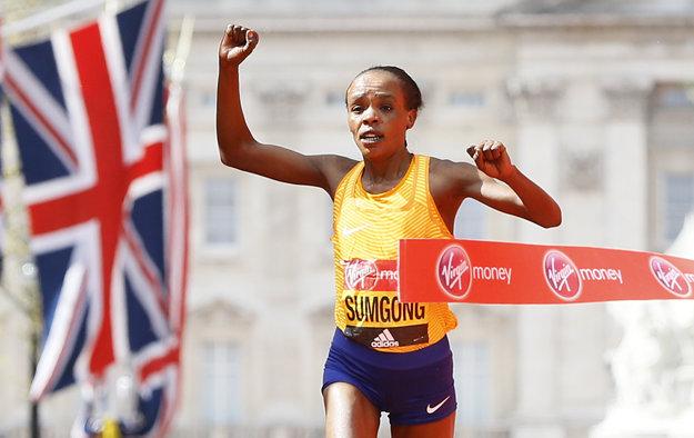 Ženský maratón vyhrala Keňanka Jemima Sumgongová.