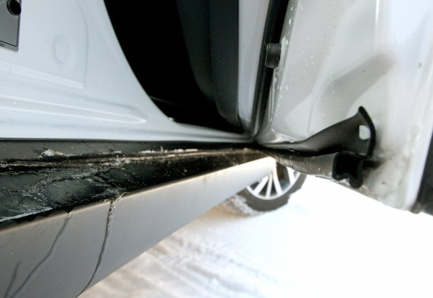 Za čistotu vnútorných prahov je zodpovedná ochranná guma na vnútornej strane dverí.