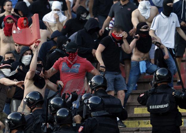 Srbský futbal sa dlhodobo potýka s problémom futbalového násilia. Rušno bolo aj minulý týždeň pri belehradskom derby medzi Crvenou Zvezdou a Partizanom.