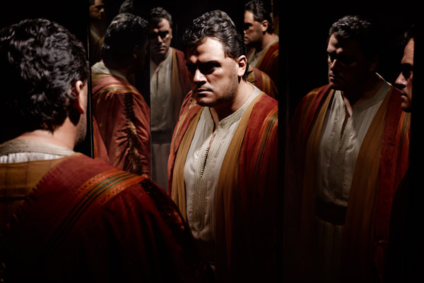 Lotyšský tenor Aleksandr Antonenko ako Otello v Matropolitnej opere, z ktorej prináša priame prenosy bratislavské Divadlo Aréna.