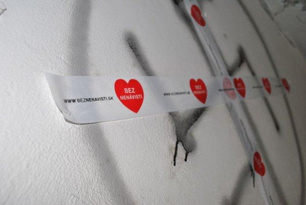 Jedna z foriem odporu proti nenávisti vo verejných priestranstvách. Foto z kampane Mestá proti nenávisti.