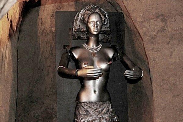 Replika železnej panny.